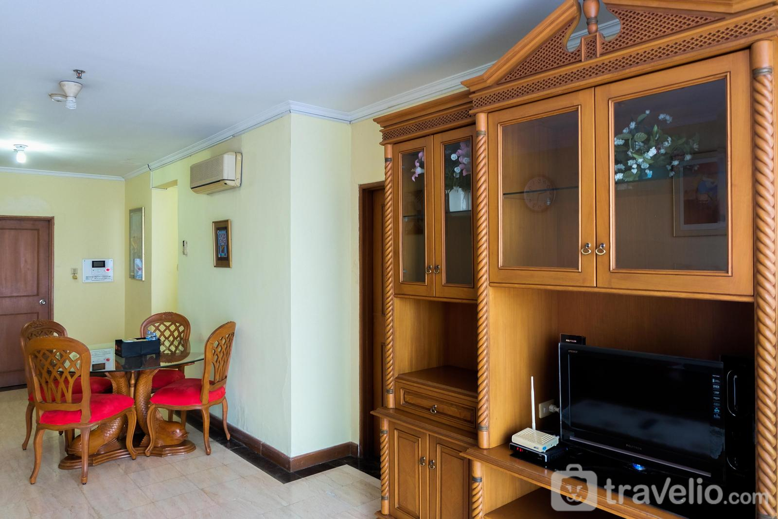 Apartemen Red Top - Classic Style 2BR At Redtop Apartment near Juanda By Travelio