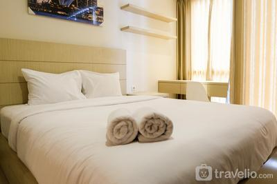 Prime Location Studio Apartment at Elpis Residence near Ancol By Travelio