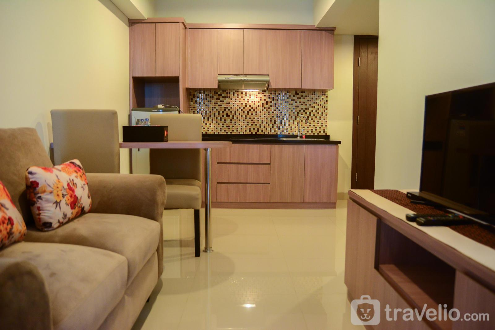 H Residence - Cozy 1BR H Residence Apartment near MT Haryono By Travelio
