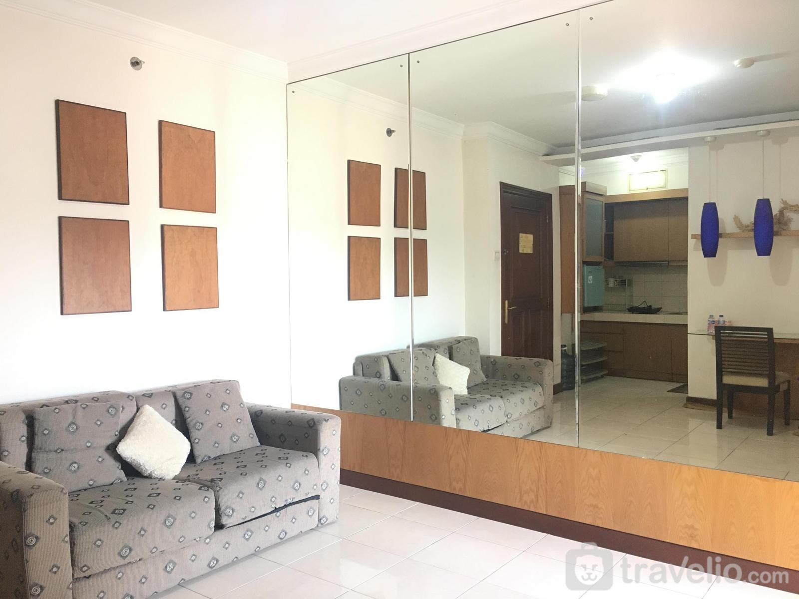 Majesty Apartment - Cozy 2BR Apartment At Majesty Near Maranatha University By Travelio