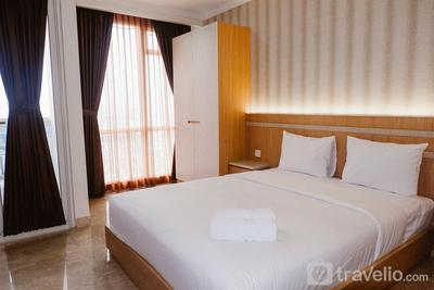 Modern and Comfortable Studio Menteng Park Apartment with City View By Travelio