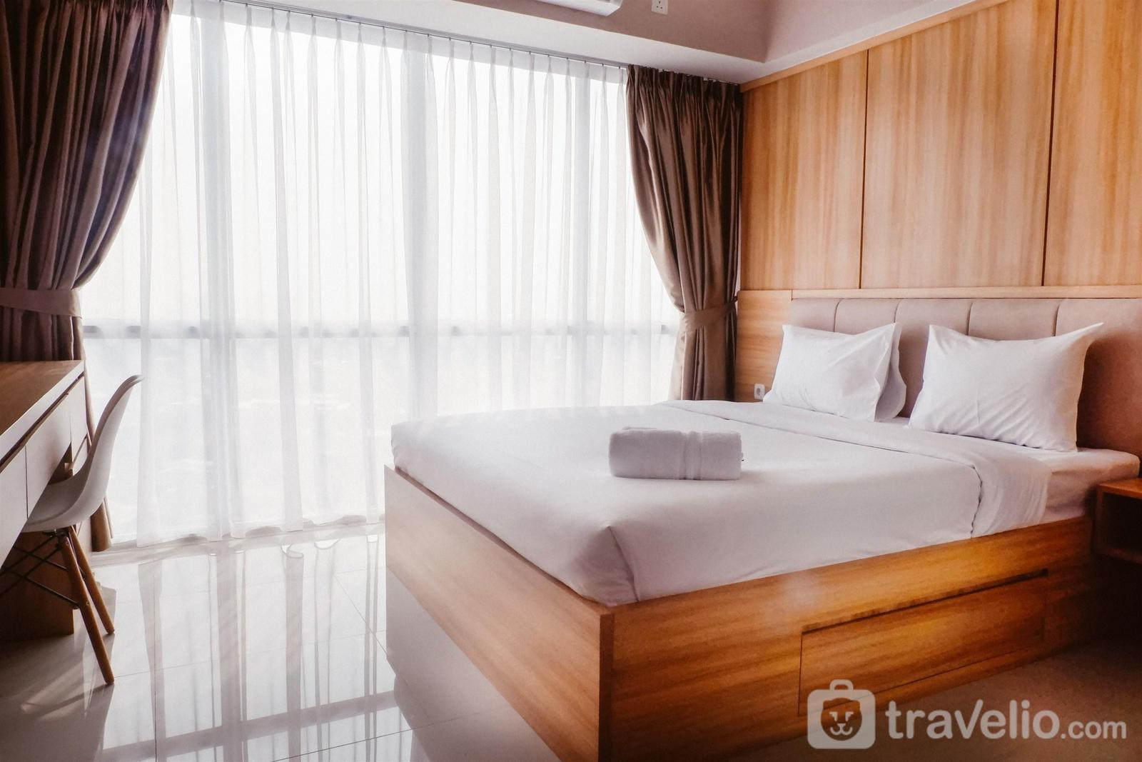 H Residence - Warm Interior 3BR  Apartment near MT Haryono and Cawang By Travelio