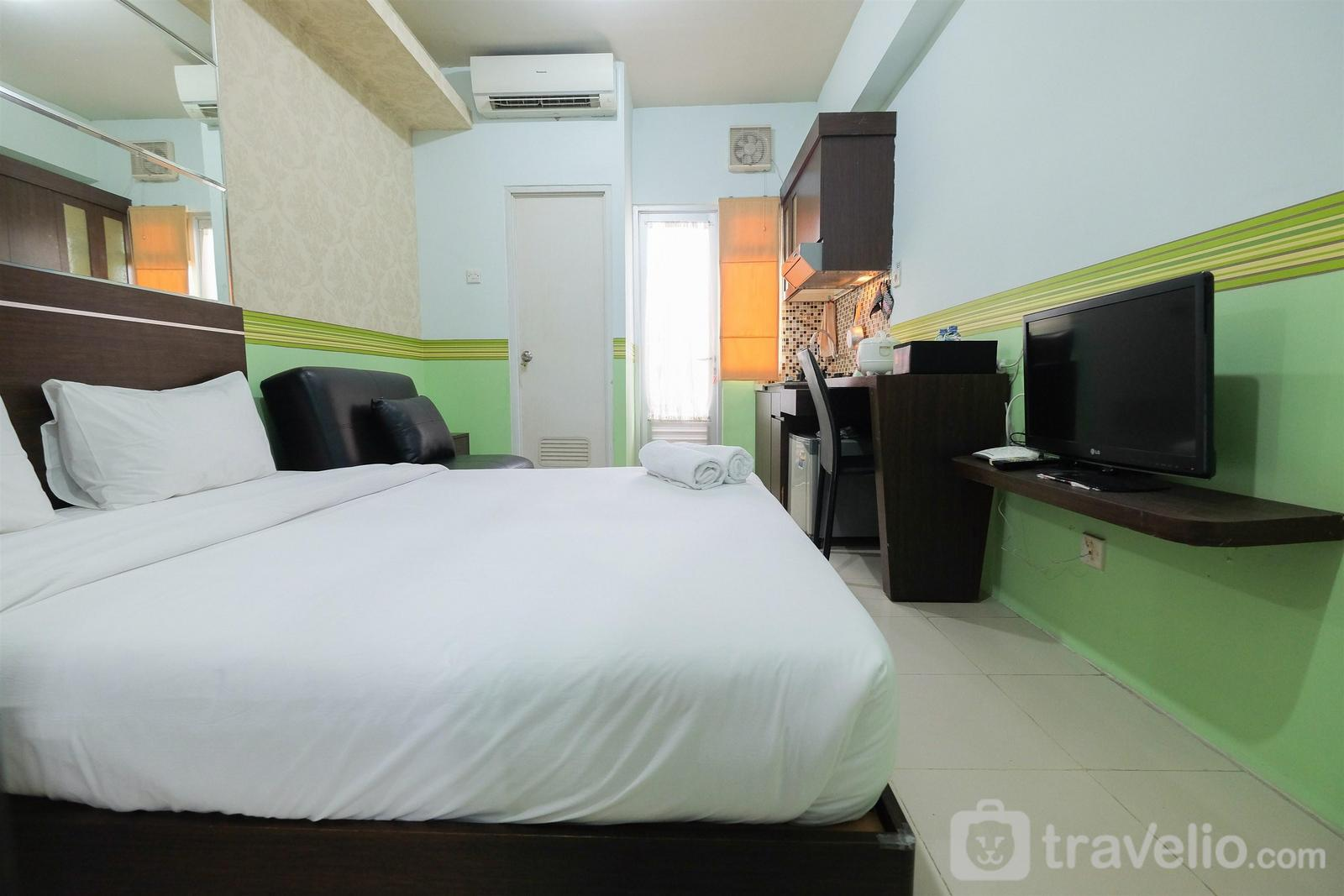 Grand Emerald Apartment - Best Deal Studio Room Grand Emerald Apartment By Travelio