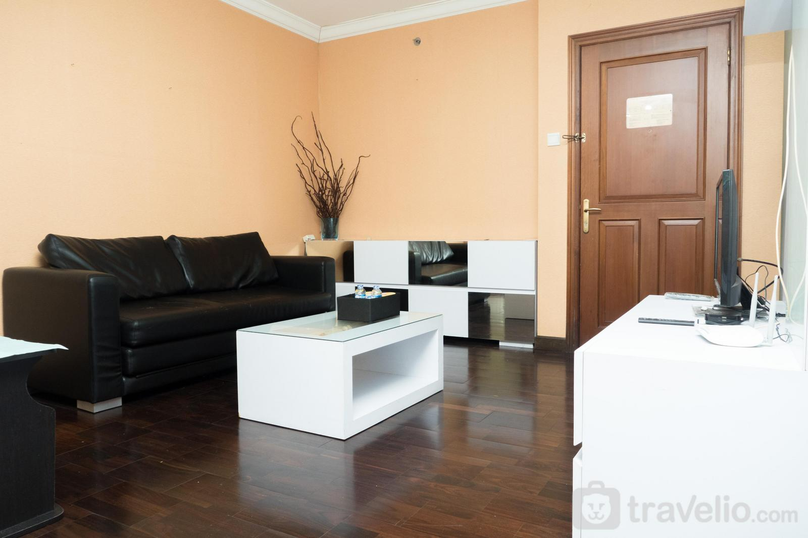 Majesty Apartment - Spacious Studio Room at Majesty Apartment By Travelio