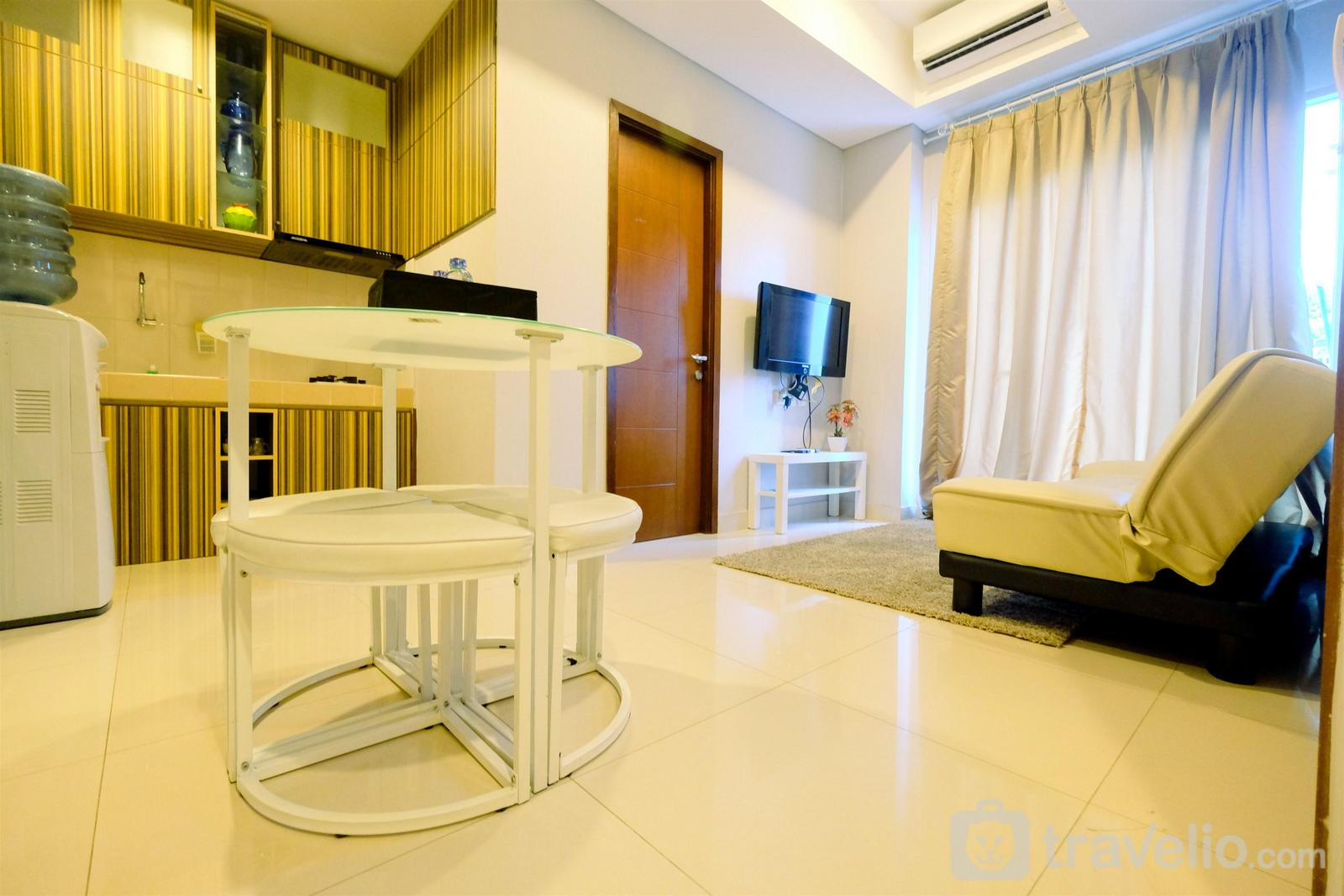 Capitol Park Residence - Modern 2BR Capitol Park Residence Apartment By Travelio