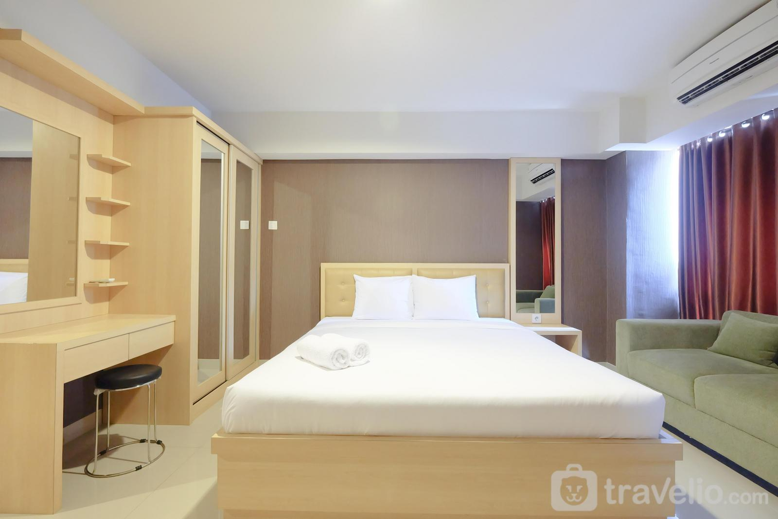 H Residence - Comfortable and Modern Studio Apartment near Cawang and MT Haryono By Travelio
