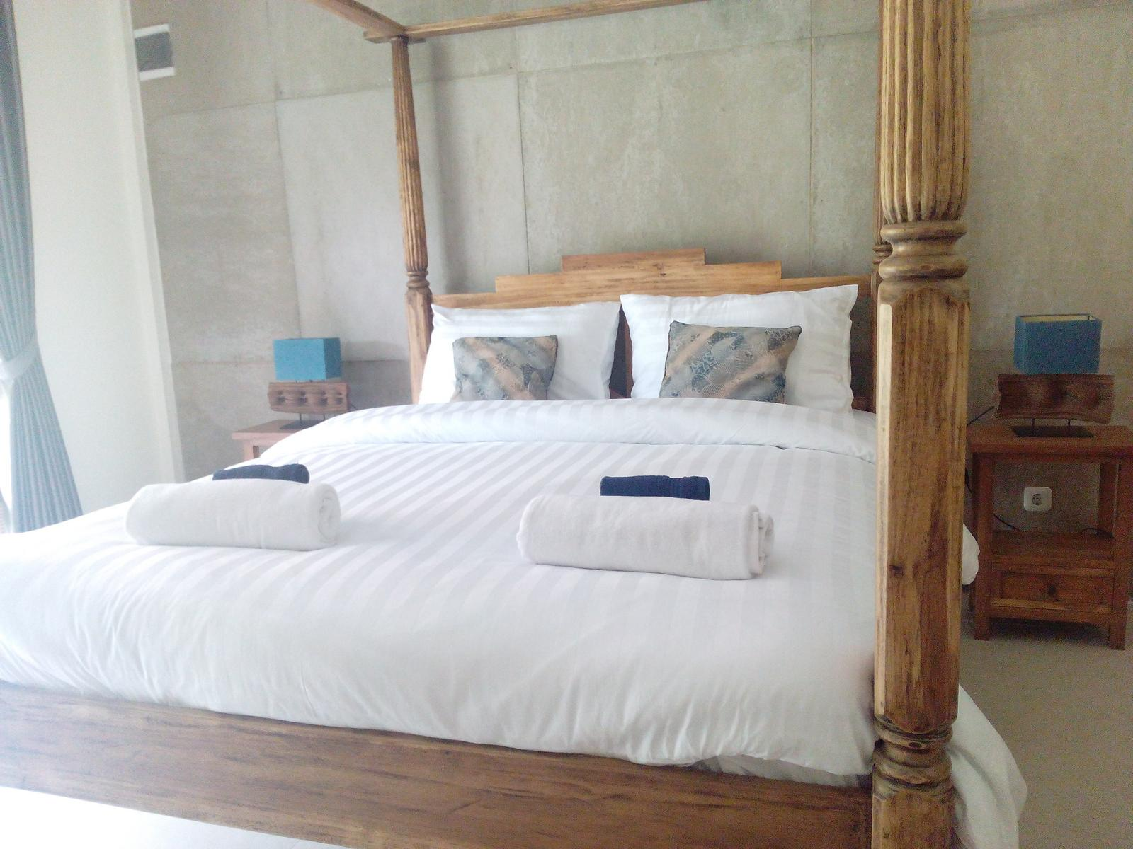 Deluxe Queen Room At Blue Garden Yogyakarta With Paddy Field And Pool View