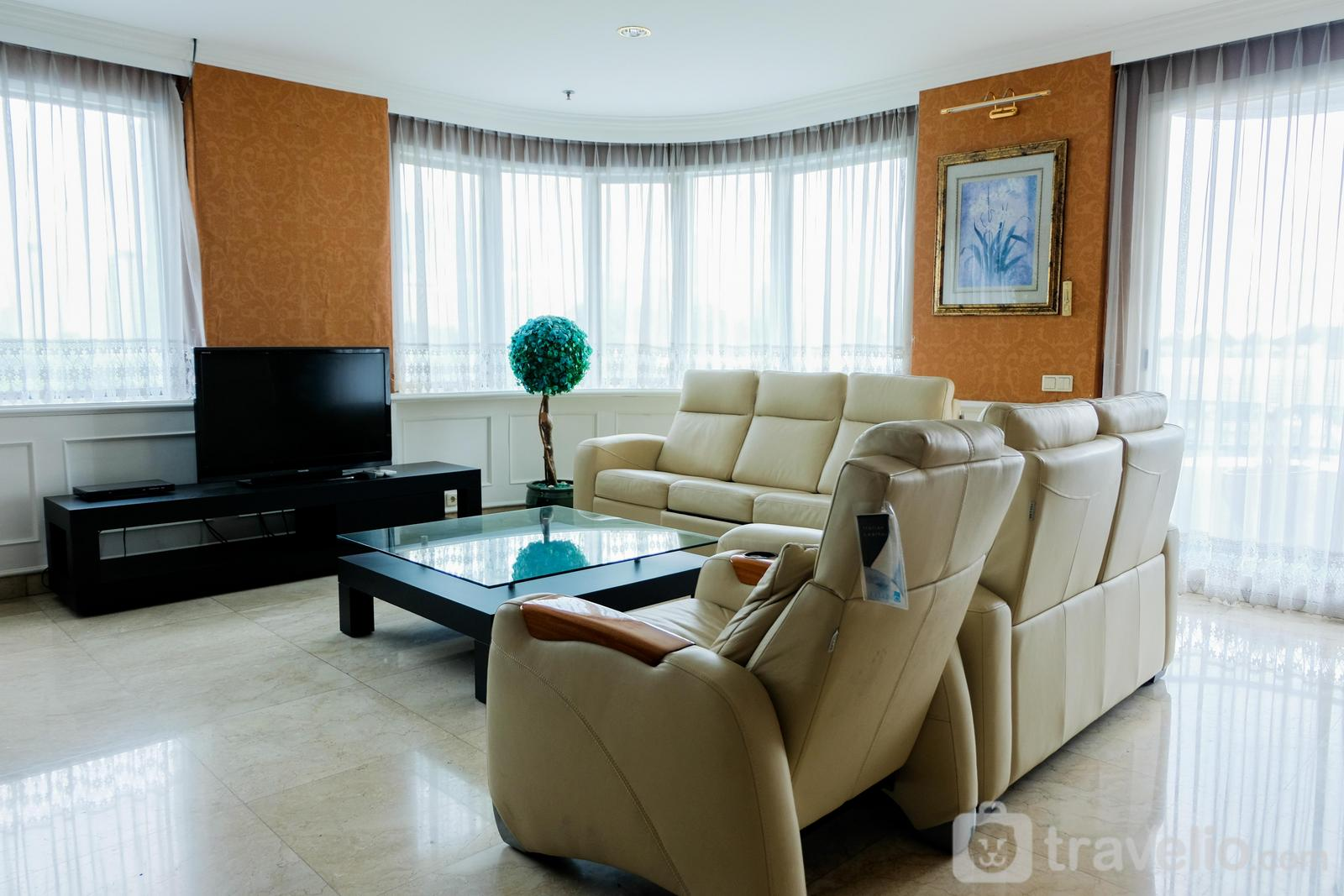Park Royale Apartment Gatot Subroto - Spacious 2BR Park Royale Apartment By Travelio