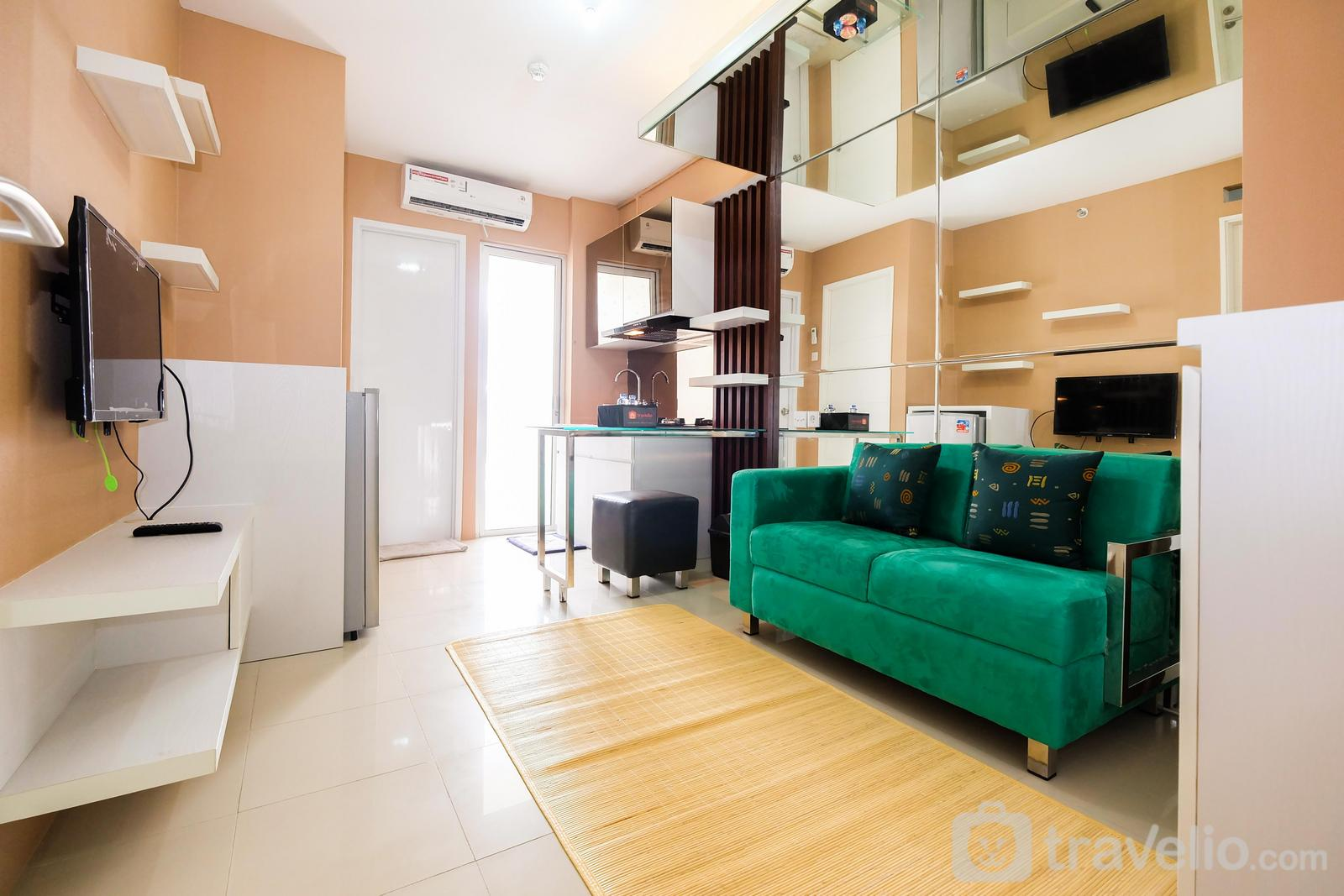 Bassura City Cipinang - Luxurious 2BR Bassura City Apartment with Mall Access By Travelio