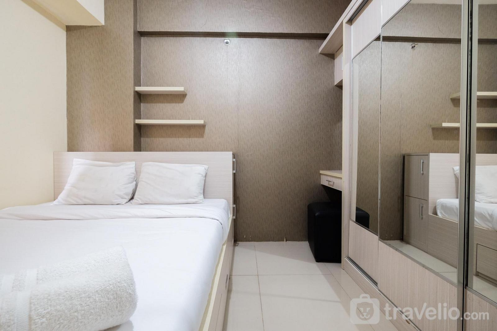 Green Pramuka Cempaka Putih - Affordable 2BR Green Pramuka Apartment with Pool View By Travelio