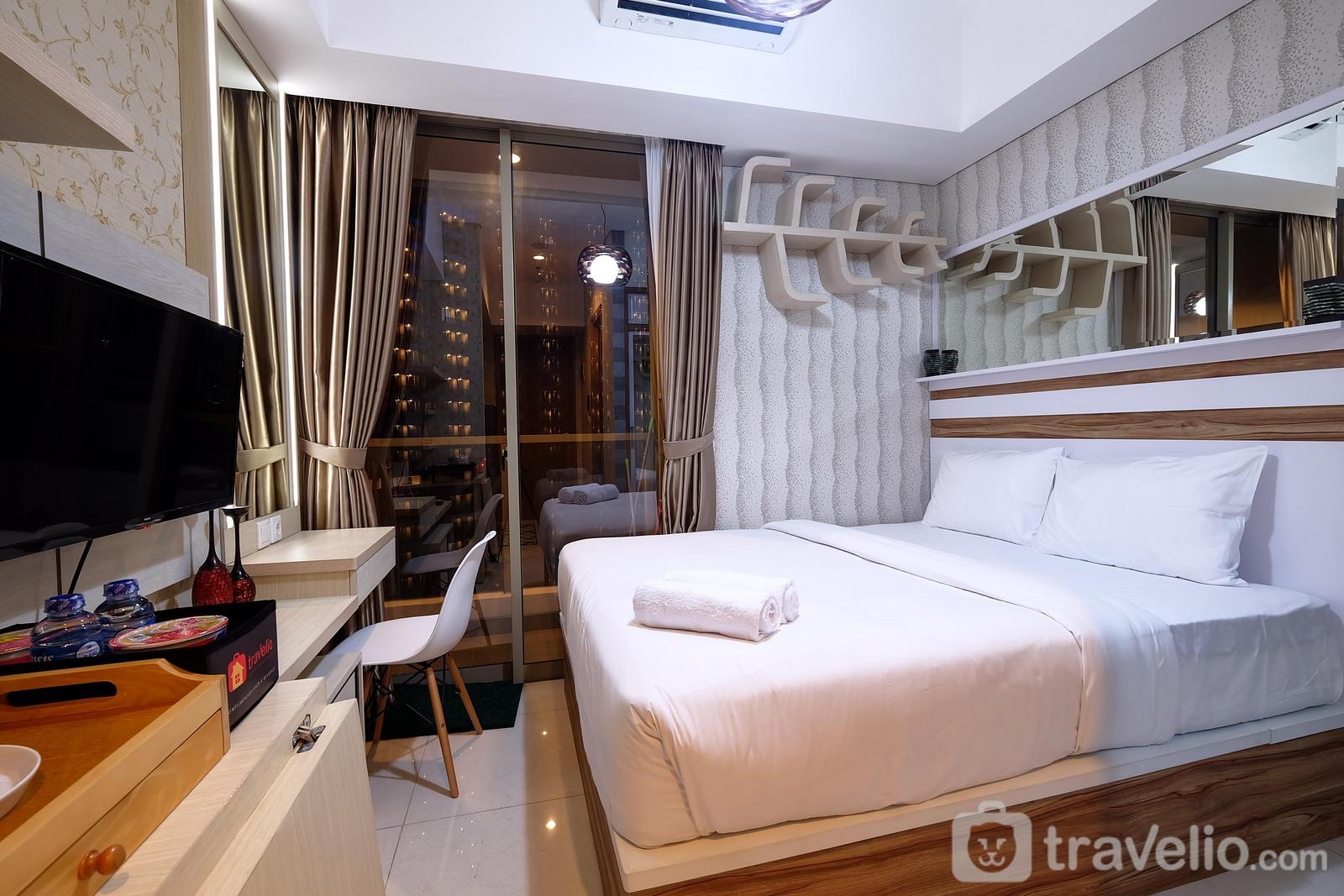 Taman Anggrek Residence - Luxurious Studio Taman Anggrek Residence Apartment in Strategic Area By Travelio