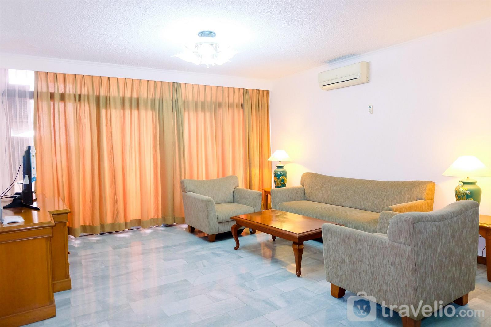 Senopati Apartment By Pudjiadi Prestige - Spacious 3BR Senopati Apartment near SCBD By Travelio