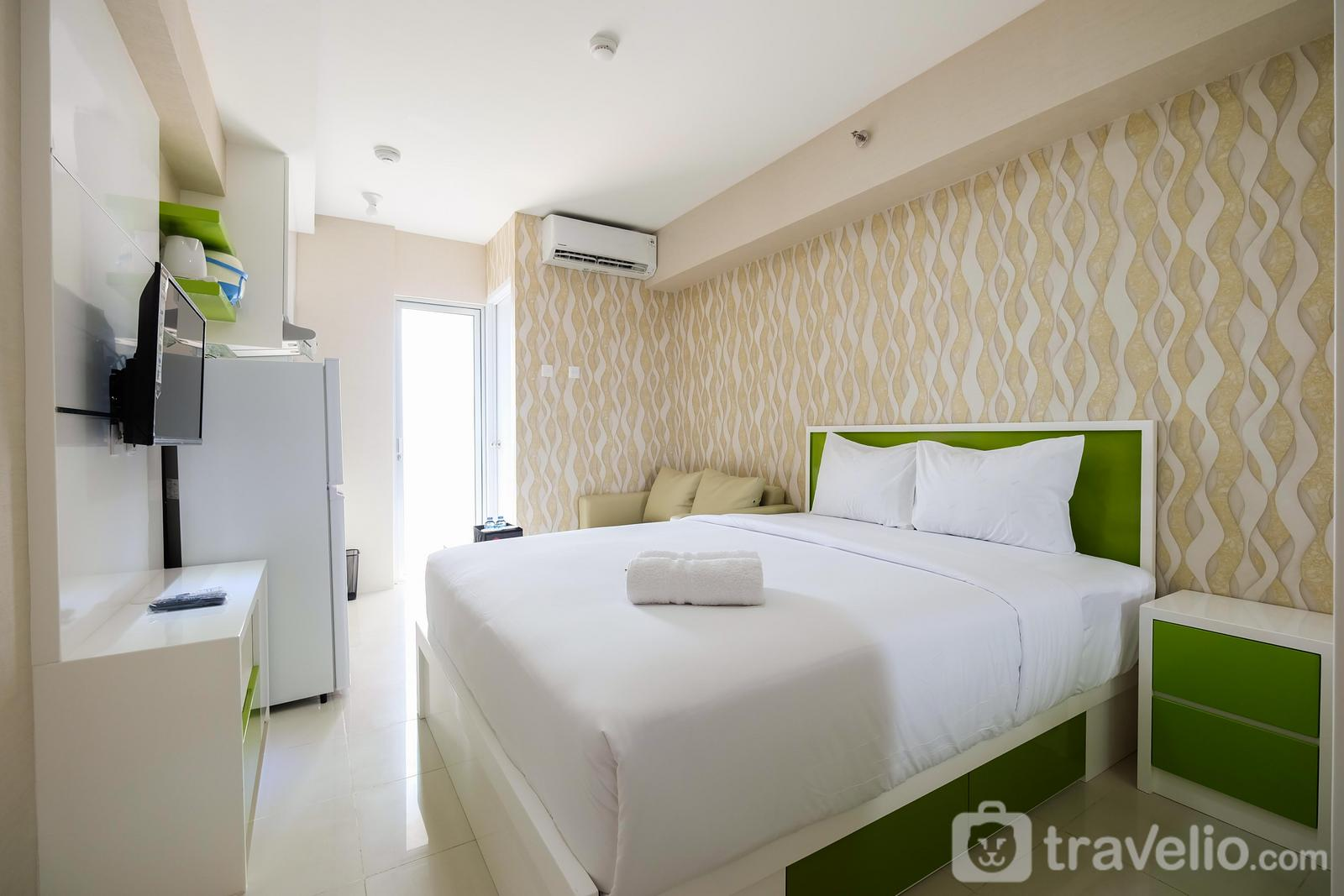 Bassura City Cipinang - Modern Studio Bassura City Apartment By Travelio