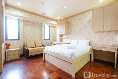 Classic Studio Park Royale Apartment Near Sudirman By Travelio