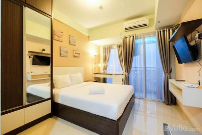 Comfortable Studio Grand Dhika City Apartment By Travelio