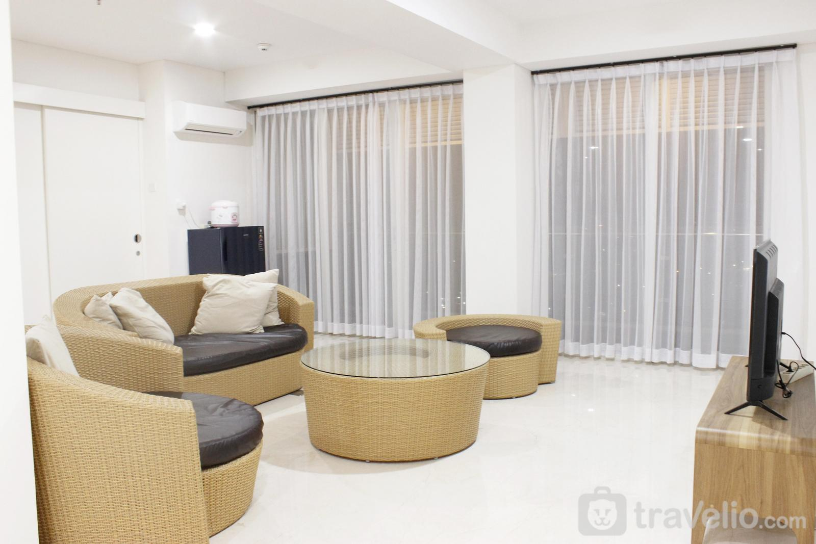 Landmark Residence - Homey 4BR Apartment at Landmark Residence By Travelio