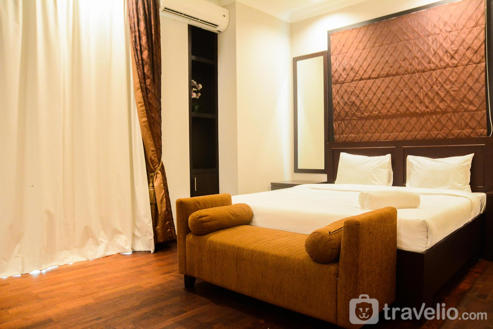 Apartemen Bellezza - Awesome 3BR Bellezza Permata Hijau Apartment near Senayan By Travelio