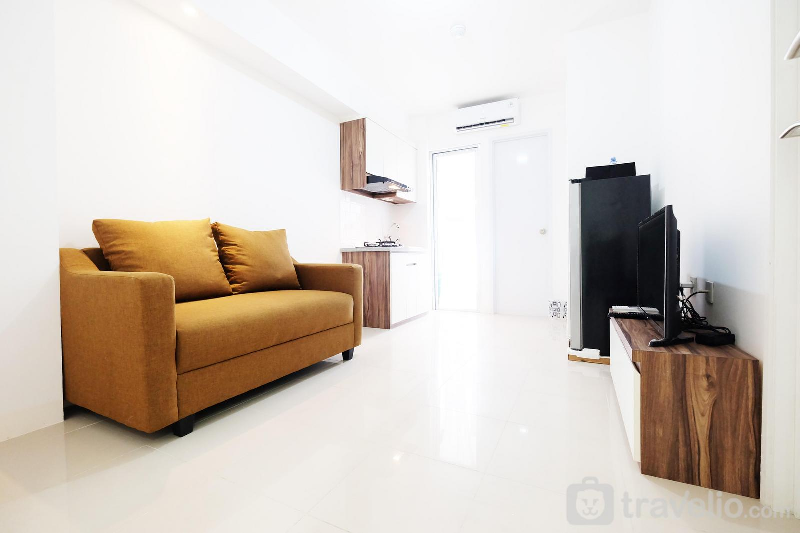 Bassura City Cipinang - 1BR Bassura City Apartment Connect to Swimming Pool By Travelio